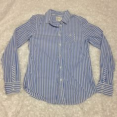 American eagle pin stripe button down shirt medium Worn once or twice, very excellent condition, no missing buttons, no flaws, no trades American Eagle Outfitters Tops Button Down Shirts
