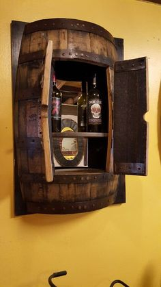 Bar barril Made from wine or whiskey barrels. This wall mount is a great way to showcase your style. Can be used as a liquor cabinet or to display home accessories. Barrel Projects, Wood Projects, Wine Barrel Crafts, Whiskey Barrel Furniture, Barrel Sink, Bourbon Barrel, Whiskey Barrels, Whiskey Barrel Table, Home Bar Designs