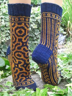 Ravelry: Project Gallery for Roll the Bones pattern by Kirsten Hall