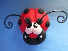 Handmade Polymer Clay Lady Bug Bow Center por ClayCutiesbySabrina