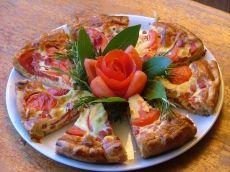 Tarte à la moutarde et aux tomates http://www.recettes.qc.ca/recette/tarte-a-la-moutarde-et-aux-tomates-102307 #recettesduqc #tomates