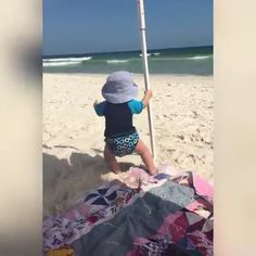 Happy Babies on Beach 😍 Funny, Funny iMages, Funny Quotes Funny Baby Gif, Funny Babies, Funny Kids, Cute Babies, Cute Gif, Funny Cute, Hilarious, Cute Baby Videos, Happy Baby