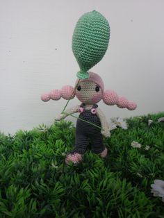 """Poupée crochet mini, petite poupée""""Billybulle"""" et son ballon,, ma création, crochet trés trés fin : Jeux, jouets par belette-noire"""