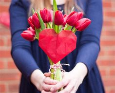heart style bouquet for your bridesmaids with tulips #hearts #wedding