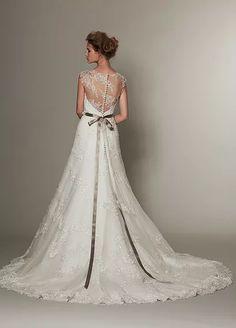 松尾のウェディングドレス、メンズフォーマルウェアのサイト。各種 ブランドの取扱店案内、会社案内等。ウェディングドレス、タキシードetcウェディングに関する衣裳取扱いメーカー Wedding Dress Types, Beautiful Wedding Gowns, Dream Wedding Dresses, Designer Wedding Dresses, Bridal Dresses, Ballroom Dance Dresses, Fantasy Dress, Dream Dress, Bridal Style