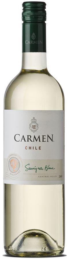Carmen Clásico Sauvignon Blanc Summer Dishes, Sauvignon Blanc, Grapefruit, White Wines, Bottle, White Wine, Point Of Sale, Bubbles, Wine