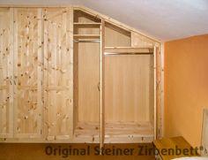 Schlafzimmerschrank aus Zirbenholz, Maßeinbau in Mansarde