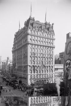 """""""The Knickerbocker Hotel, New York c. 1909 (via Shorpy Historical Photo Archive)"""" Nyc Hotels, New York Hotels, Algonquin Hotel, New York City, Shorpy Historical Photos, Historical Pictures, A New York Minute, Vintage Architecture, Classic Architecture"""
