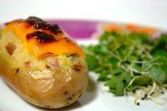 Batatas gourmet recheadas com bacon, courgette e aipo