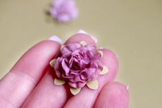 Paper Roses TUTORIAL.... for me, much better than rolling them up!