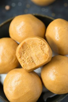 No Bake Keto Peanut Butter Balls (Paleo, Vegan, Low Carb)- Easy chewy, fudgy no bake peanut butter protein balls recipe ready in 5 minutes and needing 3 ingredients! A quick and easy snack! Paleo Peanut Butter, Peanut Butter Balls, Easy Snacks, Keto Snacks, Healthy Snacks, Nutella, Ketogenic Desserts, Low Carb Breakfast, Low Carb Keto