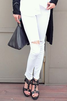 Today's Hot Pick :Knee Slit Basic Skinny Jeans http://fashionstylep.com/SFSELFAA0032386/stylenandaen/out Basic skinny jeans have become an off-duty staple, and this pair of knee slit skinny jeans is ideal for this season. It details the classic button and zipper fly closure, belt loops, traditional five pockets, double patched pockets in the back, slit knees and a slim fit silhouette. Wear with casual shirt topped with a long cardigan. Available in white and black.