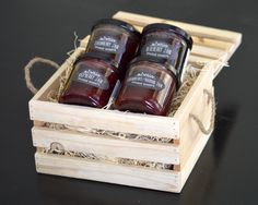 4 jams in a wood box. Wood Packaging, Honey Packaging, Candy Christmas Decorations, Christmas Candy, Antipasto, Jam Label, Wedding Gift Boxes, Rakhi, Hampers