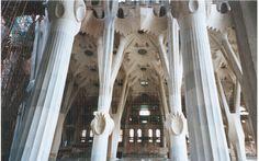 Antoni Gaudì, Sagrada Familia, 1882-in costruzione, materiali vari, Barcellona, Spagna.