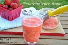 Lemon Strawberry Slushie- just 3 ingredients: strawberries, lemon sorbet, club soda Strawberry Slushie, Smoothie Drinks, Protein Smoothies, Fruit Smoothies, Yummy Drinks, Yummy Food, Non Alcoholic Drinks, Beverages, Cocktails