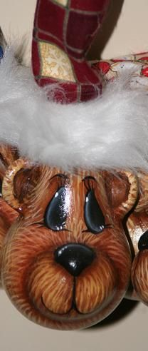 teddy lightbulb ornie Recycled Light Bulbs, Painted Light Bulbs, Christmas Light Bulbs, Christmas Baubles, Xmas, Light Bulb Art, Light Bulb Crafts, Lightbulb Ornaments, Painted Ornaments