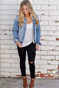 Jeans outfit casual, brown wedges outfit, chambray shirt outfits, black c. Trendy Fall Outfits, Spring Outfits, Casual Outfits, Winter Outfits, Layered Outfits, Fall Outfits 2018, Work Outfits, Dress Outfits, Chambray Shirt Outfits