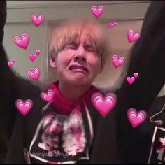 Ideas for memes bts corazones Bts Taehyung, Jimin, Bts Pictures, Reaction Pictures, K Pop, Bts Emoji, Heart Meme, Bts Meme Faces, Cute Love Memes