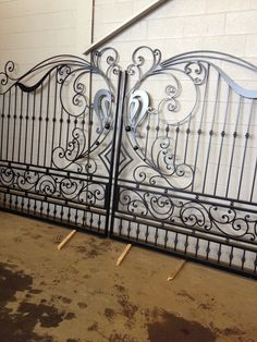 Let our specialized team at Ironworks Niagara help design and create the perfect customized gate for your home or business. Grill Gate Design, Steel Gate Design, Front Gate Design, House Gate Design, Door Gate Design, Wrought Iron Driveway Gates, Metal Gates, Dubai Miracle Garden, Types Of Steel