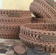 Marvelous Crochet A Shell Stitch Purse Bag Ideas. Wonderful Crochet A Shell Stitch Purse Bag Ideas. Crochet Bowl, Crochet Shell Stitch, Love Crochet, Knit Crochet, Crochet Designs, Crochet Patterns, Crochet Coffee Cozy, Cotton Cord, Crochet Patron