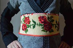 Gewikkeld in rode rozen, Paapje zeefdruk katoen, obi belt, borduurwerk, rozen, rood, dubbelzijdig draagbaar, stof linten