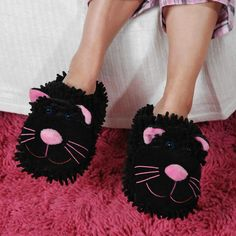 Fuzzy Friends Slippers - Aroma Home's Fuzzy Friends Black Cat Slippers are a comfortable and adorable solution for your feet. Non-slip base and cute design. Funny Slippers, Funny Socks, Bedroom Slippers, Tribal Fashion, Comfy Shoes, Pretty Cats, Wedding Humor, Crazy Cat Lady, Cute Designs