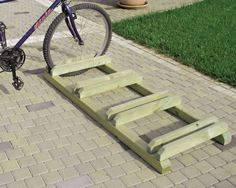 Wood Bike Rack, Pallet Bike Racks, Diy Bike Rack, Bike Storage Rack, Bicycle Rack, Garage Storage, Bike Stand Diy, Bike Stands, Indoor Bike Rack