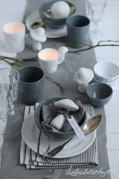 Love love love the mushroom decor Table Setting Inspiration, Beautiful Table Settings, Grey Table, Ceramic Tableware, Dinning Table, Table Arrangements, Deco Table, Decoration Table, Food Design