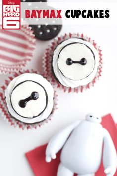 Cute Cupcakes in Black and White! Love how they look like buttons!
