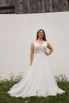 Daalarna CURVY Wedding Dresses – Celebrate your curves! White Wedding Dresses, Bridal Dresses, Wedding Gowns, Lace Wedding, Elegant Bride, Plus Size Wedding, Mermaid Dresses, Bridal Collection, Wedding Styles