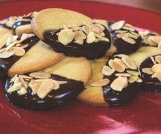 Shortbread Cookies w/ Dark Chocolate & Almonds Blueberry Muffin Cake, Homemade Blueberry Muffins, No Bake Cookies, Cupcake Cookies, Baking Cookies, Almond Shortbread Cookie Recipe, Dark Chocolate Almonds, Chocolate Covered, Cookie Recipes