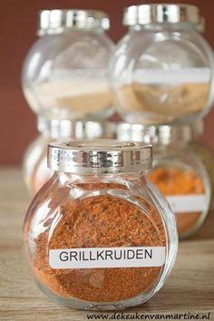 Grillkruiden zelf maken geeft je de mogelijkheid de kruiden helemaal naar eigen smaak aan te passen! Confort Food, Harira, Meat Rubs, Bbq Rub, Barbecue, Herbs For Health, Dutch Recipes, Spices And Herbs, Spice Mixes