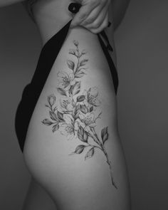 side flower tattoo black & white #thightattoos