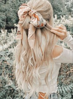 Short Hair Bun, Short Hair Styles, Loose Hairstyles, Braided Hairstyles, Hair Inspo, Hair Inspiration, Bandana Scarf, Hair Goals, Her Hair
