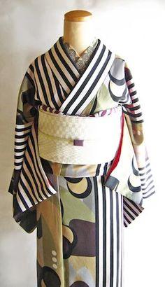Furisode Kimono, Kimono Fabric, Kimono Dress, Kimono Fashion, Fashion Art, Fashion Design, Kimono Sewing Pattern, Traditional Japanese Kimono, Modern Kimono