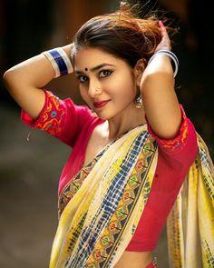 Beautiful Girl Indian, Beautiful Saree, Indian Long Hair Braid, Indian Photoshoot, South Indian Actress Hot, Saree Models, Indian Beauty Saree, Indian Sarees, Stylish Girls Photos
