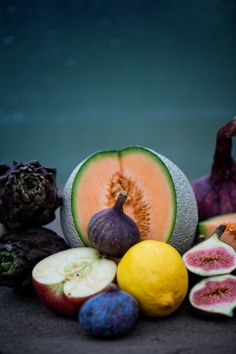 Inspired by the color combo of the cantaloupe and figs with this background.