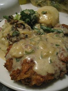 Vegan Chicken Fried Steak~excellent seitan recipe btw from Vegan with a Vengeance Seitan Recipes, Vegetarian Recipes, Vegetarian Steak, Meatless Chicken, Vegan Life, Raw Vegan, Whole Food Recipes, Cooking Recipes, Meat Substitutes