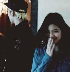 The way Key looks at her❤️