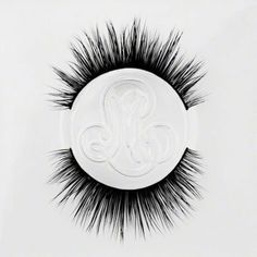 Mink False Eyelashes Tips & Hacks from the Minki Lashes Queen - Minki Lashes - Best Mink Eyelashes False Eyelashes Tips, Long Thick Eyelashes, Curling Eyelashes, Thicker Eyelashes, Longer Eyelashes, Mink Eyelashes, False Lashes, Eyelash Tips, Eyelash Brands