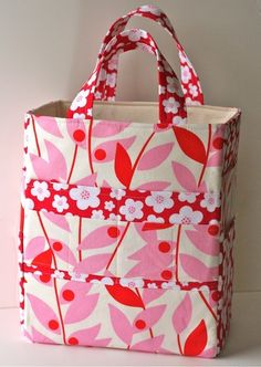 Now that kids are heading back to school and their inside activities, they could really use something like this adorable art supply tote to help them get organized! The pattern is available on Etsy... #sewing #sewingpatterns #cutebags