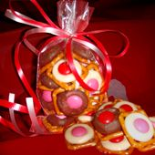 Easy Chocolate Pretzel Buttons Recipe #Holiday #Baking