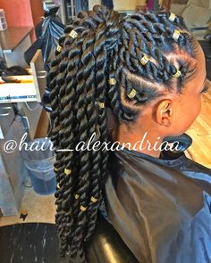 Box braids in braided bun Tied to the front of the head, the braids form a voluminous chignon perfect for an evening look. Box braids in side hair Placed on the shoulder… Continue Reading → Summer Hairstyles, Girl Hairstyles, Black Hairstyles, Gorgeous Hairstyles, Hairstyles 2018, Marley Hairstyles, American Hairstyles, Holiday Hairstyles, Pelo Rasta