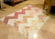How to make a chevron quilt, the easy way Chevron Baby Quilts, Chevron Quilt Pattern, Scrap Quilt Patterns, Quilting Tips, Quilting Projects, Sewing Projects, Baby Quilt Tutorials, Craft Tutorials, Big Block Quilts