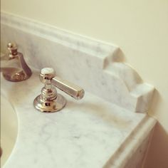 Bathroom Vanity - Curved Design Detail with Ogee Edge on Marble Backsplash (image via The Granite Gurus) Vanity Backsplash, Beadboard Backsplash, Backsplash Ideas, Rustic Backsplash, Copper Backsplash, Travertine Backsplash, Herringbone Backsplash, Kitchen Backsplash, Ogee Edge