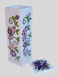 Porta Papel Higiênico Lilás Mosaic Flower Pots, Mosaic Pots, Mosaic Garden, Stained Glass Paint, Stained Glass Patterns, Mosaic Patterns, Mosaic Tray, Mirror Mosaic, Mosaic Crafts