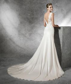 TASMIN - Simple lace wedding dress | Pronovias