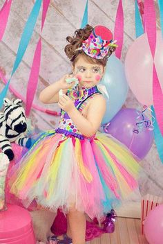 ADORABLE CIRCUS TUTU AND HAT FOR LITTLE GIRLS HALLOWEEN OR A PARTY--CHECK OUT THE MAKE UP!!