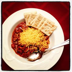 Spicy Chili perfect for the cooler days of fall | www.famfriendsfood.com