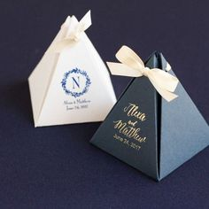 Dare not to be square! These personalized pyramid favor boxes have a one-of-a-kind shape that can turn ordinary wedding favors into extraordinary delights.